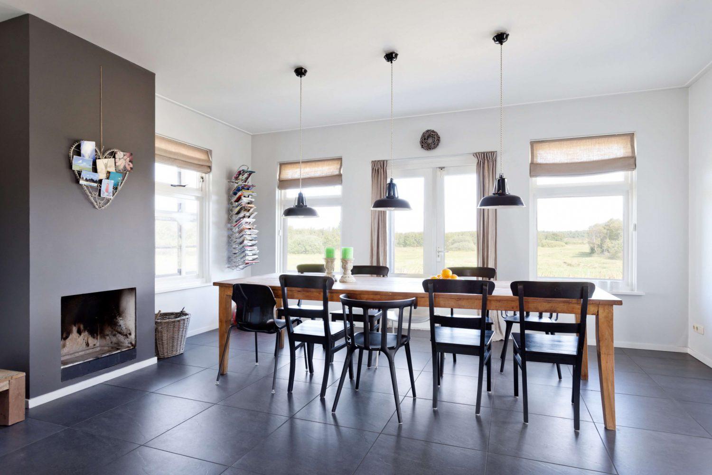 Vakantiehuis op Schiermonnikoog met riante eettafel en open haard