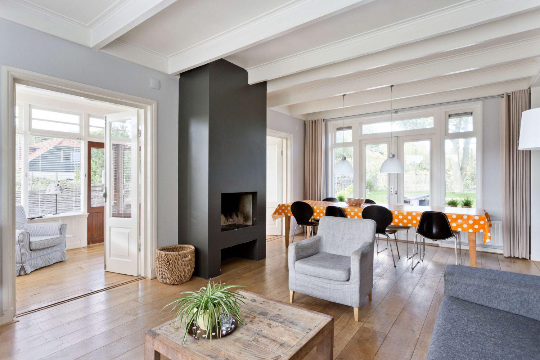 Vakantiehuis op Schiermonnikoog met ruime woonkamer open haard en serre